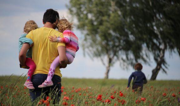 Ein Hoch auf alle Papis: Alles zum Vatertag 2021