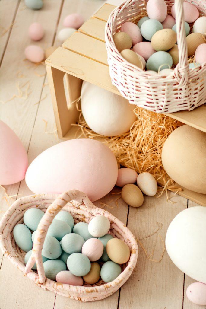 Ostereierfärben sit ein Spass für die ganze Familie.